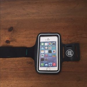 New Black Hot Chocolate Run iPhone Armband